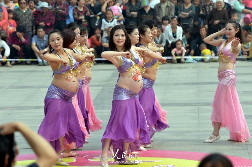 Pregnant Women Belly Dance In Street Performance Vtibet - Baby Belly Dance Video