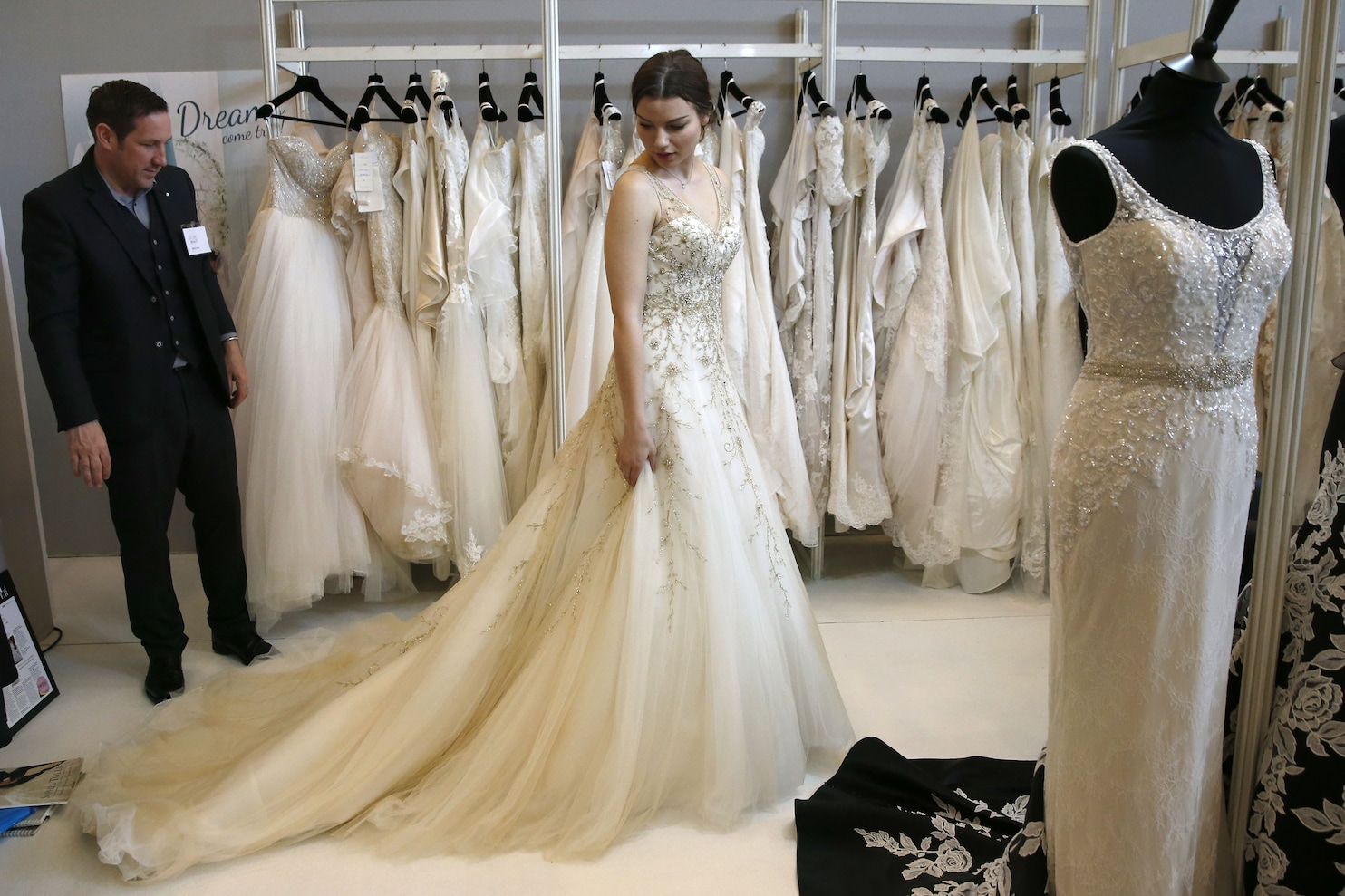 dont buy a wedding dress for your wedding discounted wedding dresses