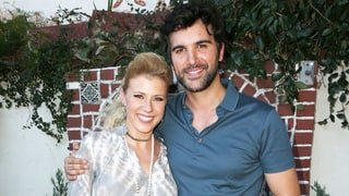 Jodie Sweetin Joins Juan Pablo Di Pace on Stage for a 'Fuller House' Duet