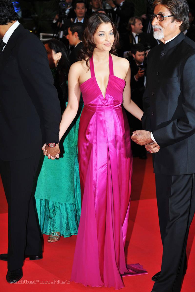 Cute Aishwarya Rai Wallpapers Aishwarya Rai Deep Cleavage Show At Cannes Film Festival