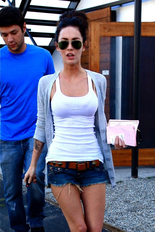 Apps For Quotes Wallpapers Megan Fox In Daisy Dukes Will Drive Some Of You Wild