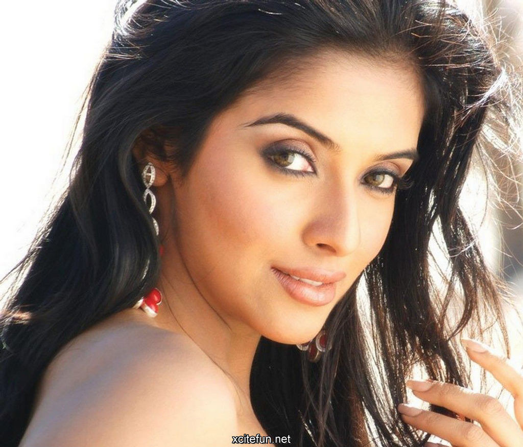 Hindi Movie Wallpapers With Quotes Asin Bollywood Actress Hot Hq Wallpapers Xcitefun Net