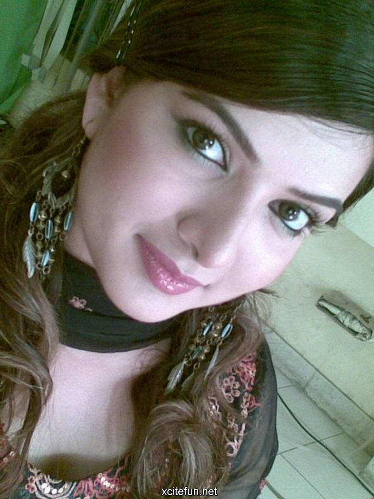 Cute Fashion Girl Wallpapers Sara Chaudhry Lollywood Actress New Special Hot