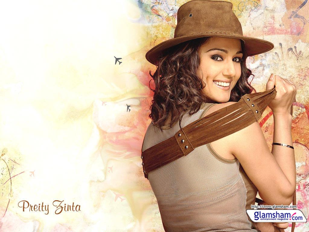 Preity Zinta Cute Smile Wallpaper Preity Zinta Romantic Birthday In Paris Xcitefun Net