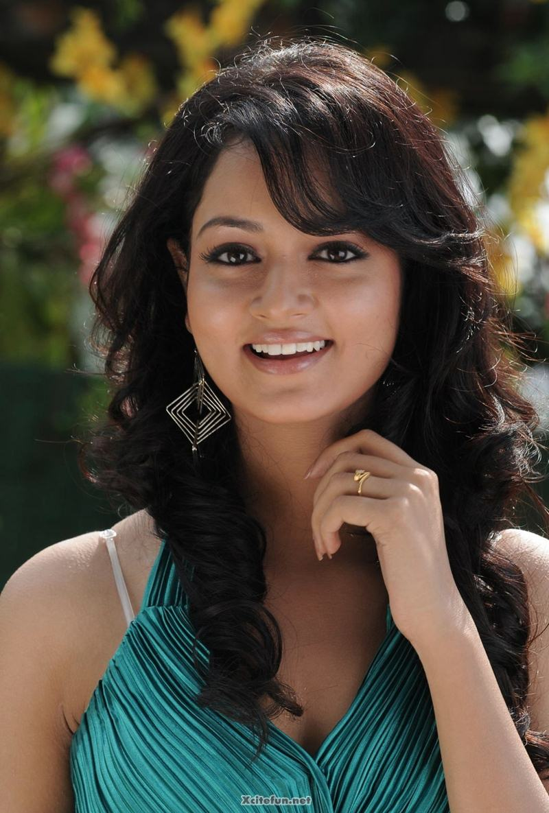 Sweet And Cute Wallpapers For Mobile South Actress Sweet Shanvi Photos Xcitefun Net