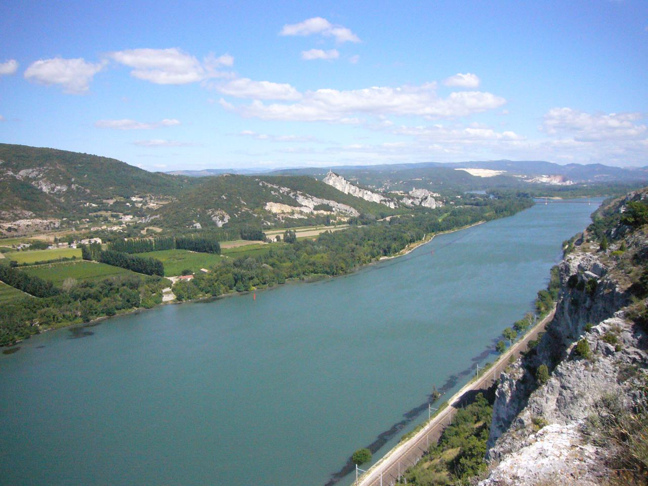 Cute Wallpapers Of Love Hearts Travel Guide To Rhone River Europe Xcitefun Net