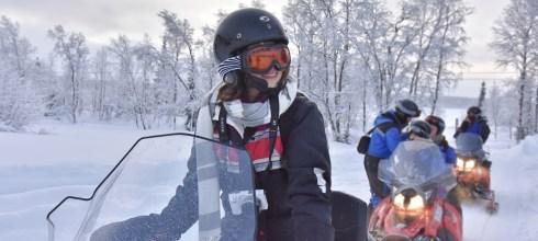 瑞典極光|極地大飆客!騎著雪上摩托車奔馳在北極大地,冰旅館藝術冰雕大公開!(圖多)