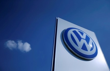 Volkswagen  VW extends $21 billion loan to weather diesel fall-out
