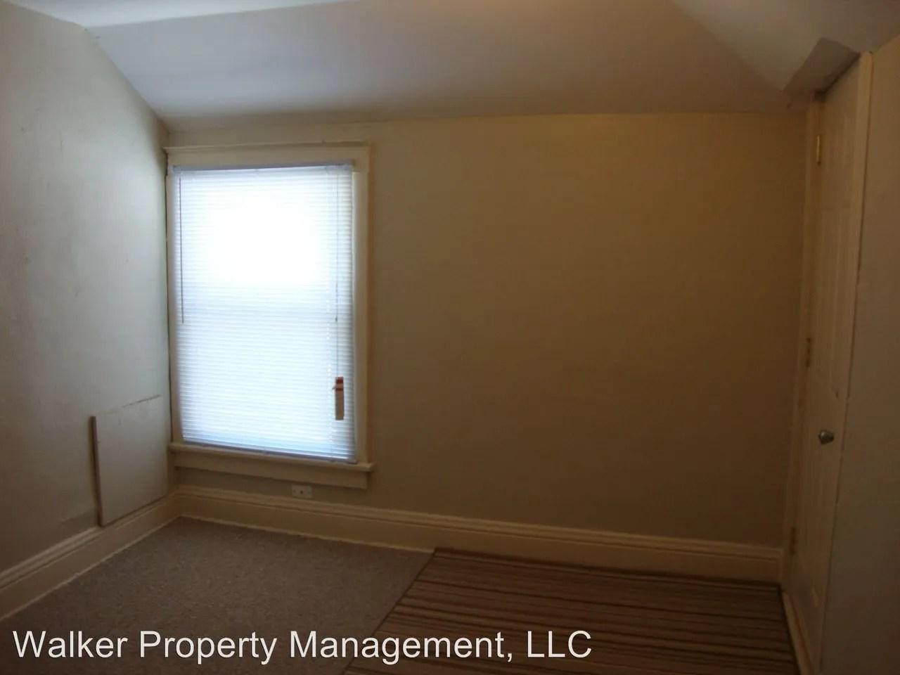Garage Builders Janesville Wi 369 Wilson Ave Janesville Wi 53548 2 Bedroom Apartment For Rent