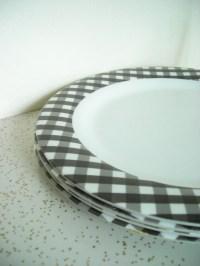 Plastic Gingham Picnic Plates
