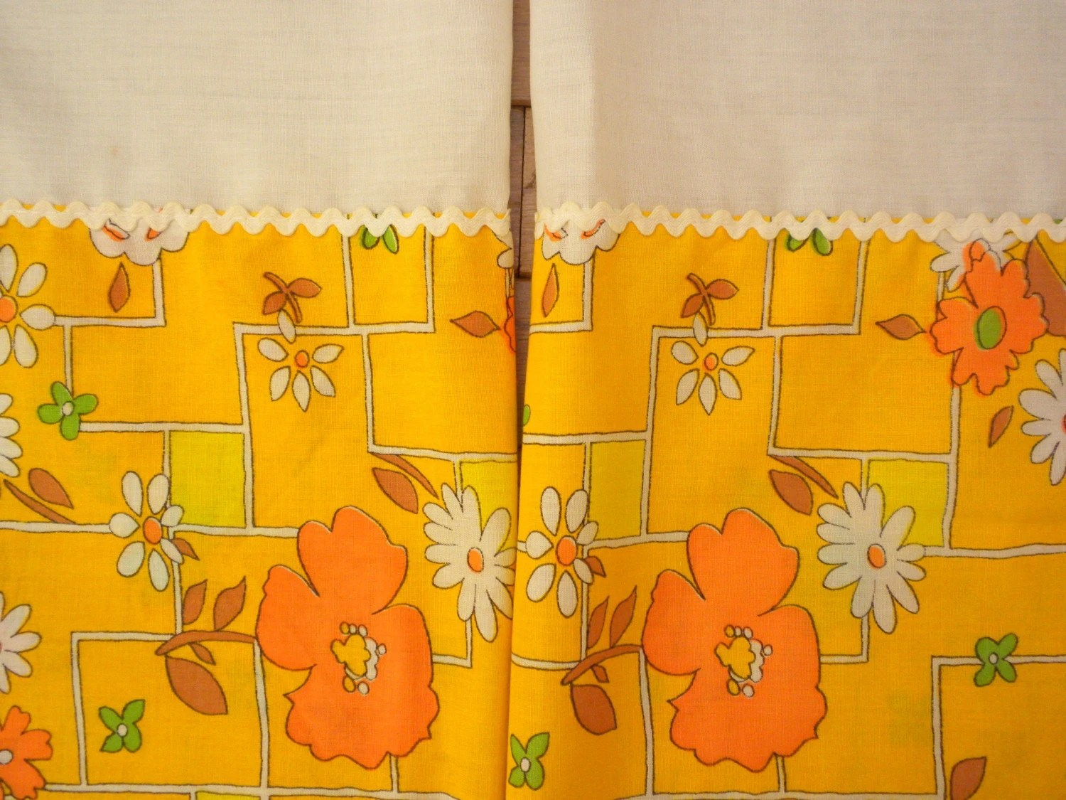 Kitchen Curtains For Yellow Walls Vintage Kitchen Curtains Sunny Yellow And Orange Floral