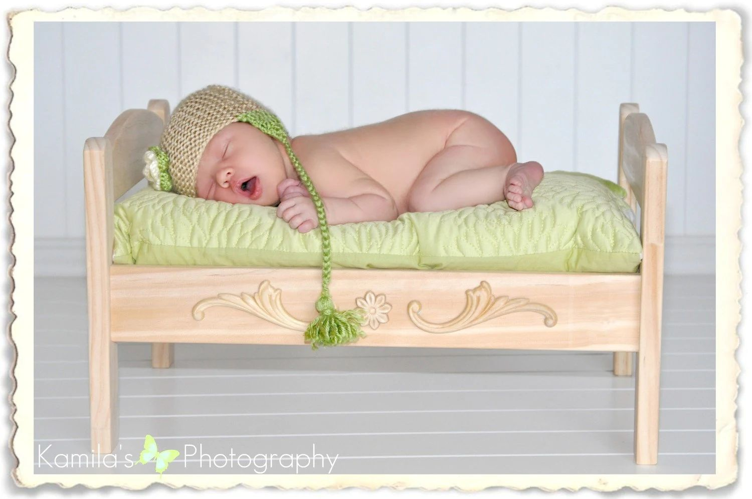 Newborn baby bed photography prop or doll bed zoom