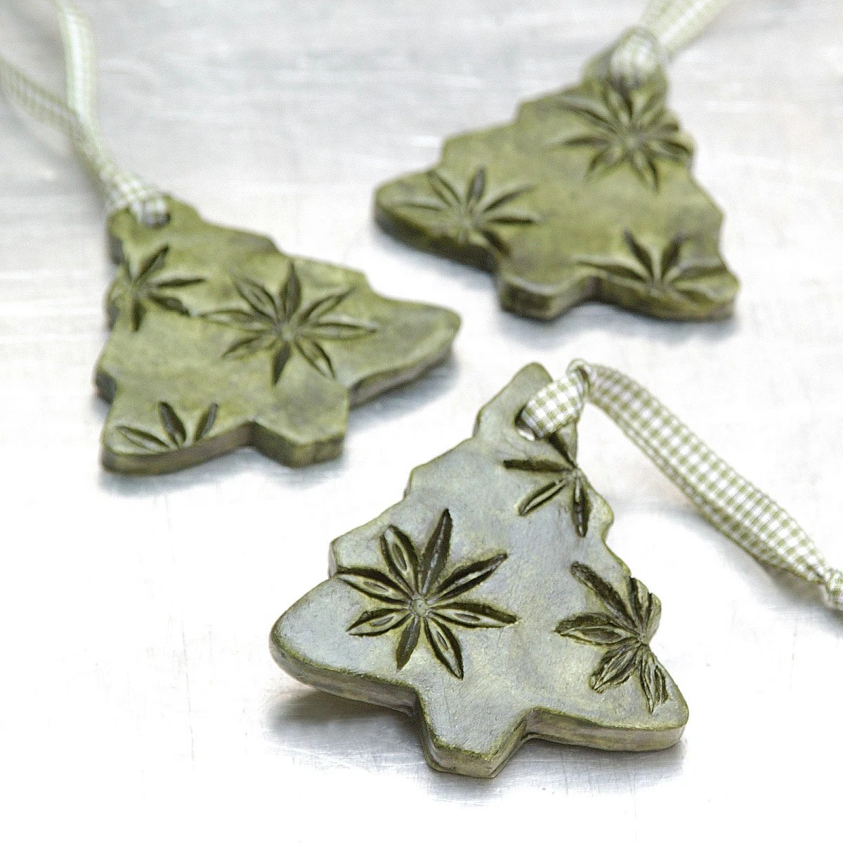 Keramik Glasur Selbst Herstellen Ceramic Ornament With Star Anise Impressions By