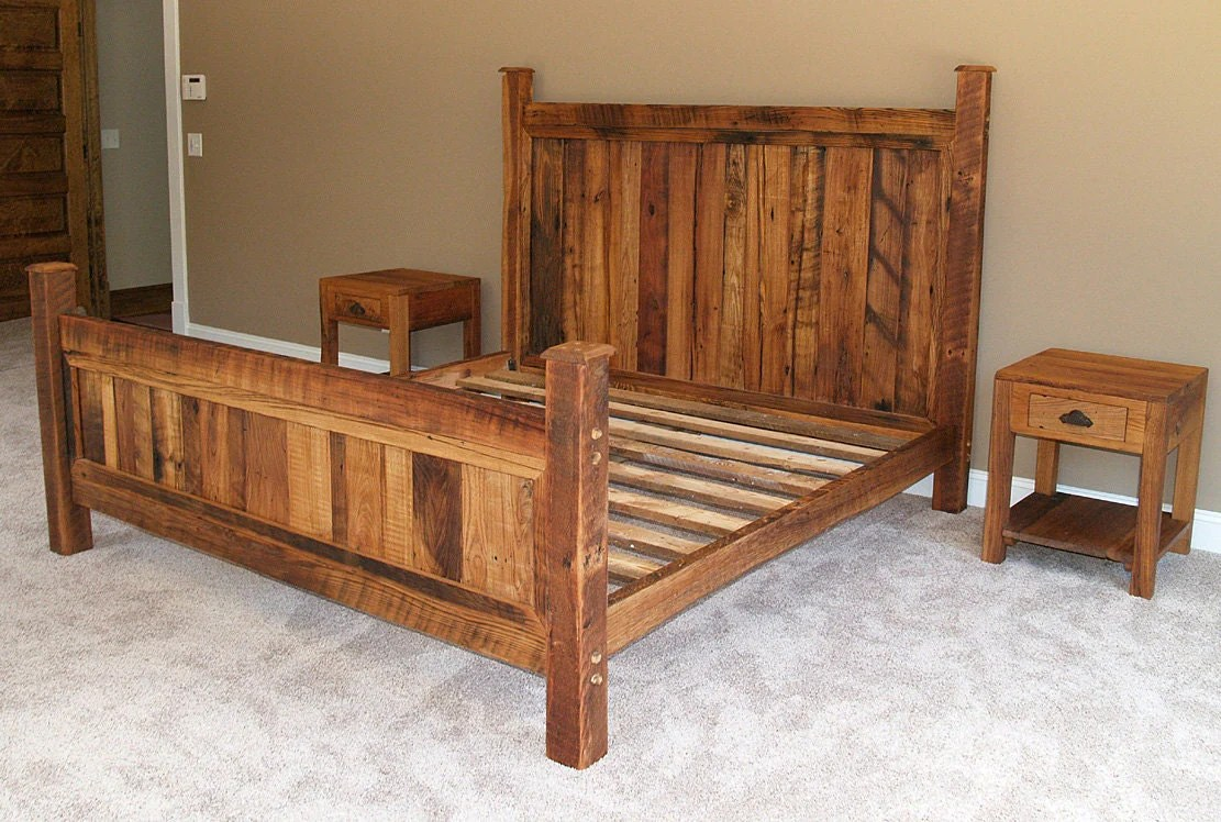 Shenandoah Sunset Bed In Rustic Wormy Chestnut