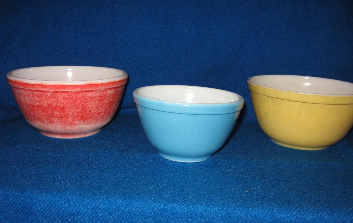 3 Vintage Pyrex Mixing Bowls Red Yellow Blue
