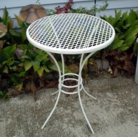 Vintage METAL PATIO TABLE Plant Stand 18 Tall White