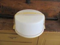 Large vintage TUPPERWARE Cake Carrier Holder with Handle