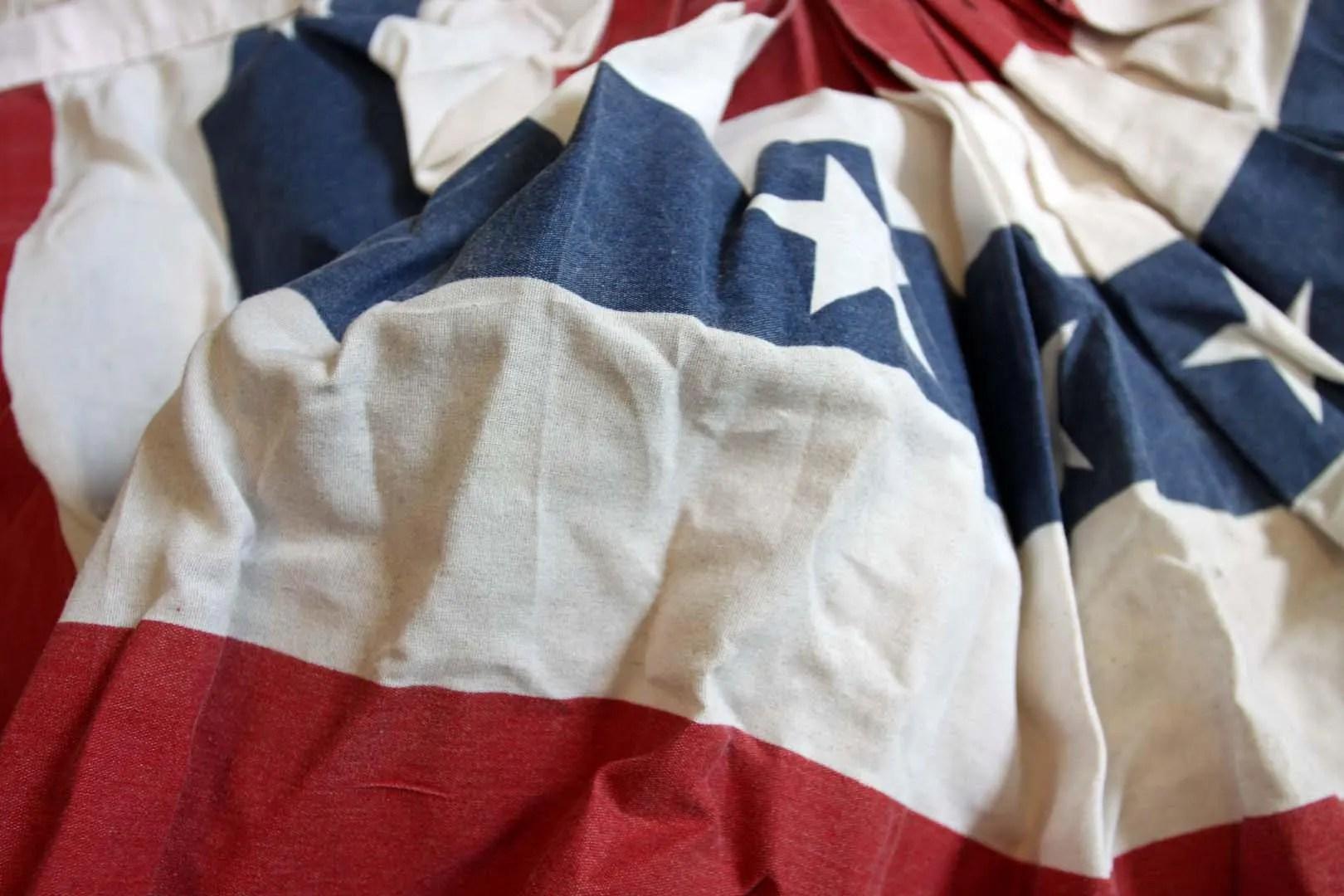 Half Round USA Flag Patriotic Bunting 2 pieces