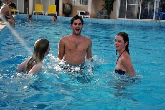 【水着ハプニングエロ画像】やっぱり水着はハプニングの元ですよ 12
