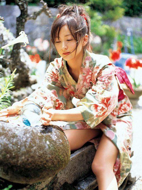 【ポロリ画像】綺麗なお尻と浴衣美女のポロリハプニング画像集めましたw 05