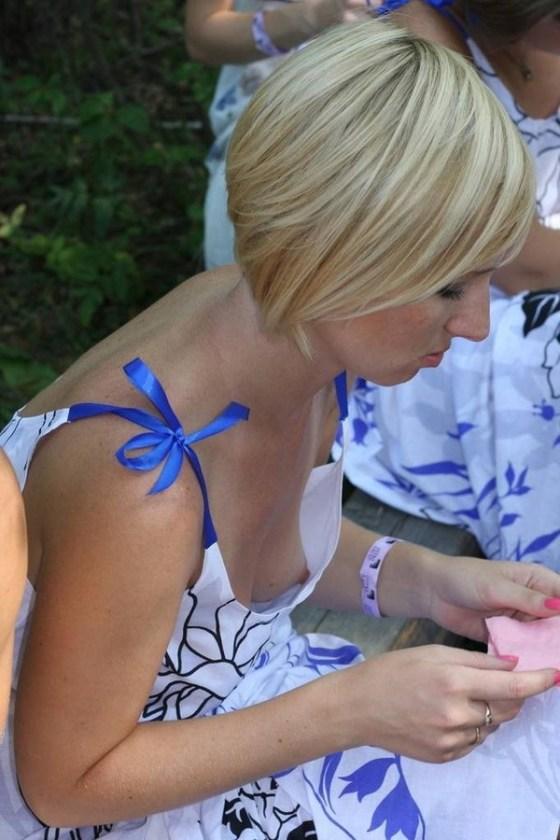 【エロ画像】海外の女性たちの日頃よくあるハプニング画像を集めてみました 11