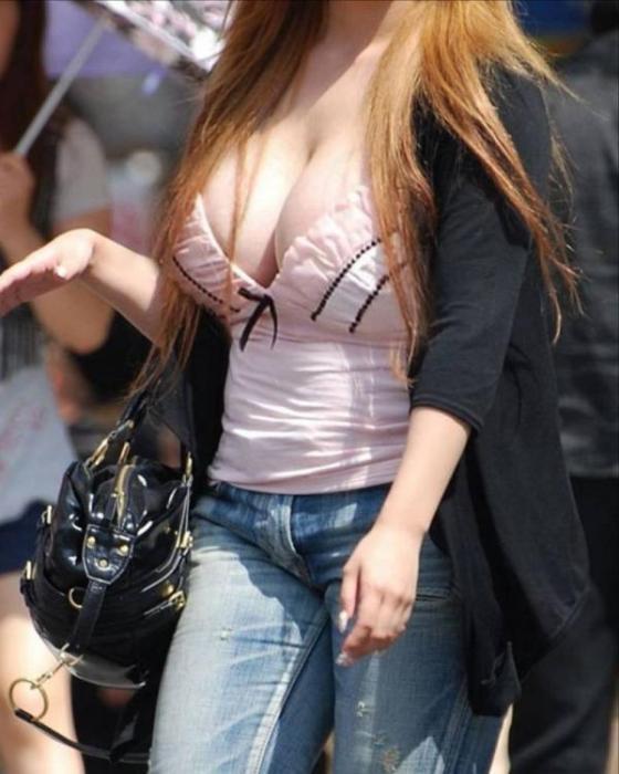 【街中エロ画像】街中で起きた女性達のハプニング画像を集めてみましたww 07