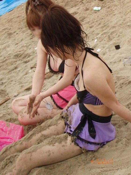 【エロ画像】真夏の定番!!女性達の水着ハプニング画像集めてみましたw 09