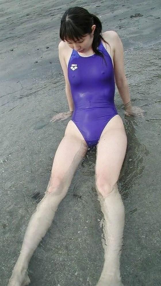 【おっぱい画像】女の子達の気がつかずおっぱいハプニングになっている画像を集めてみましたw 11