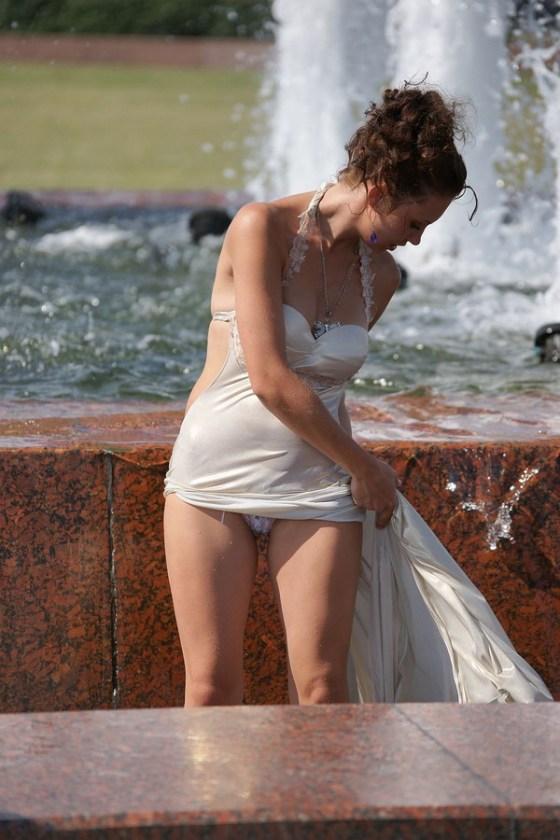 【パンチラ画像】男性たちが喜ぶハプニングそれは女の子たちのパンチラだ!!ww 06