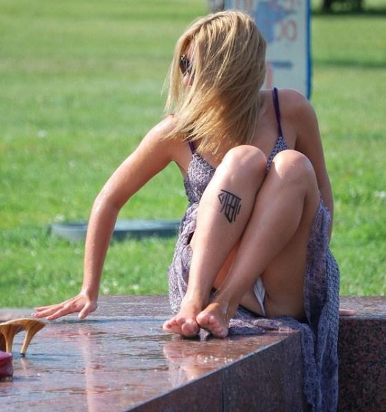 【パンチラ画像】男性たちが喜ぶハプニングそれは女の子たちのパンチラだ!!ww 11
