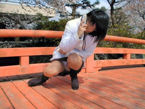 【パンチラ画像】男性たちが喜ぶハプニングそれは女の子たちのパンチラだ!!ww 18