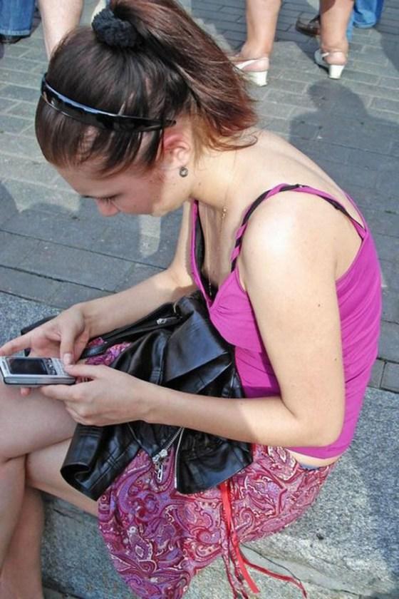 【ハプニング画像】外国人達の夏服がエロくてセクシーな画像を集めてみましたww