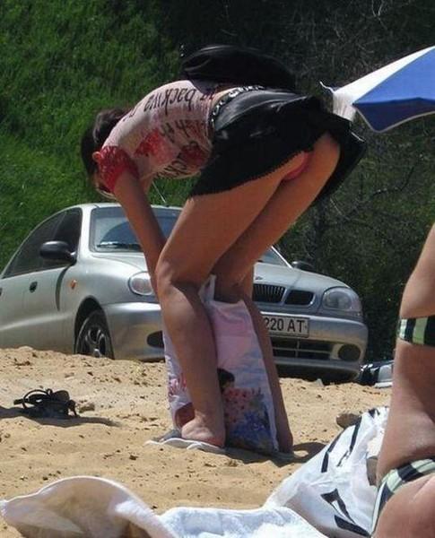【ハプニング画像】世界中の女の子たちがどうしてもエロく見えてしまう画像を集めてみましたww 04