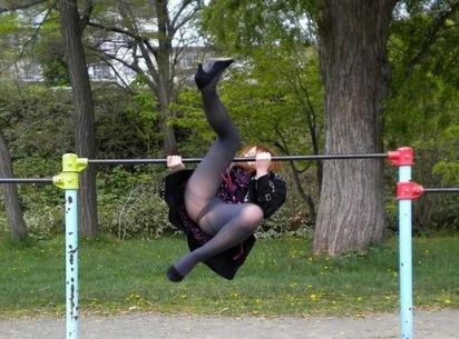 【ハプニング画像】祭で、イベントで、街中で、みなさんポロリとやっちゃいましたねぇww 12