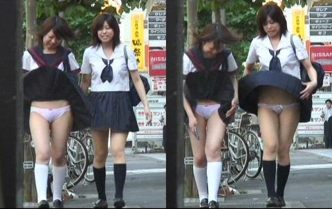 【ハプニング画像】ふわっと風が吹いた瞬間、ふわっとスカートがめくれ上がる! 01