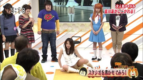 【放送事故画像】カメラの前で股を広げる女達の股の隙間が気になる! 13