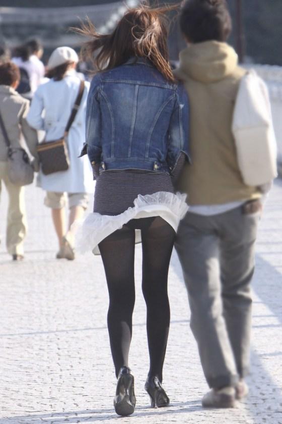 【ハプニング画像】待ちわびた瞬間が遂に来た時、スカートの中身が露わとなるw 03