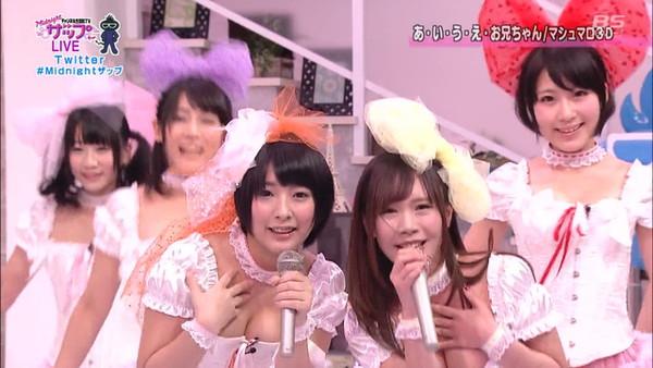 【放送事故画像】カメラの前でオッパイぷら~んってしてる女達ww 10
