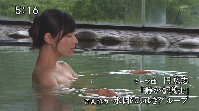 【温泉キャプ画像】バスタオル一枚でテレビに出るタレント達の体がエロすぎやしませんか??ww 05