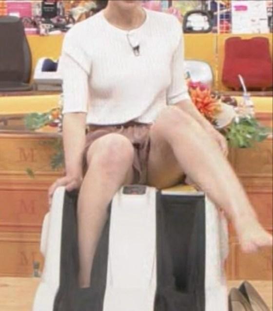 【放送事故画像】女性タレント達の股間をピックアップ!!これって映ってはいけないものまで映ってない?ww 08