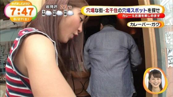 【ブラちらキャプ画像】女子アナ達の服の隙間から可愛いブラジャーが見えちゃうプチハプニングwww