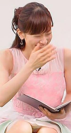 【パンチラキャプ画像】スカート短すぎた結果ばっちりお茶の間にパンツ晒されてる芸能人たちがこちらwww 15