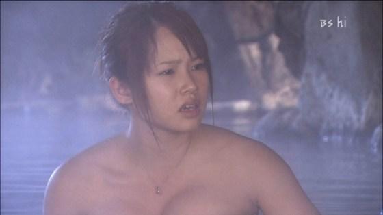 【温泉キャプ画像】バスタオル一枚でテレビに出るとやはり危険は多いのか?ww 14