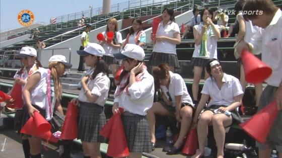 【甲子園エロ画像】この時期甲子園のスタンドはJKのパンツや透けブラが見放題になるww