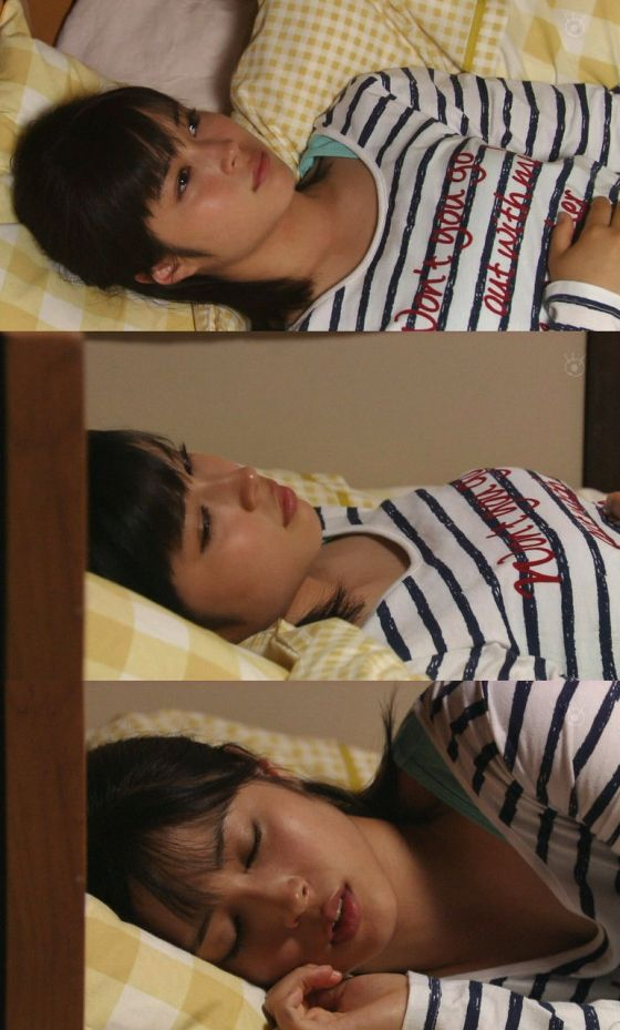 【寝顔キャプ画像】思わず夜這いでも仕掛けたくなるような、女子アナやアイドルの可愛い寝顔ww 19