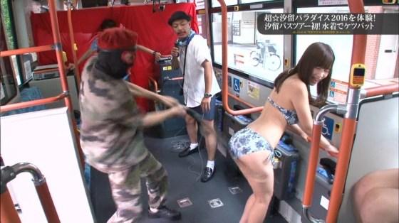 【お尻キャプ画像】水着でテレビに映る美女達の尻肉がはみ出し過ぎてえらいこっちゃやでwww 05