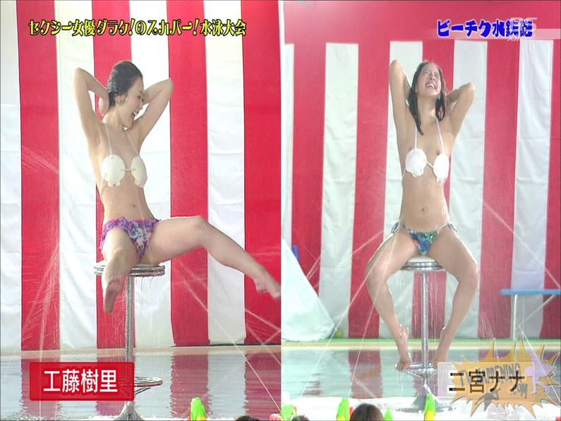 【お宝エロ画像】女優だらけのスカパー水泳大会で美女達が乳首刺激されて感じまくるww(ビーチク水鉄砲編) 12