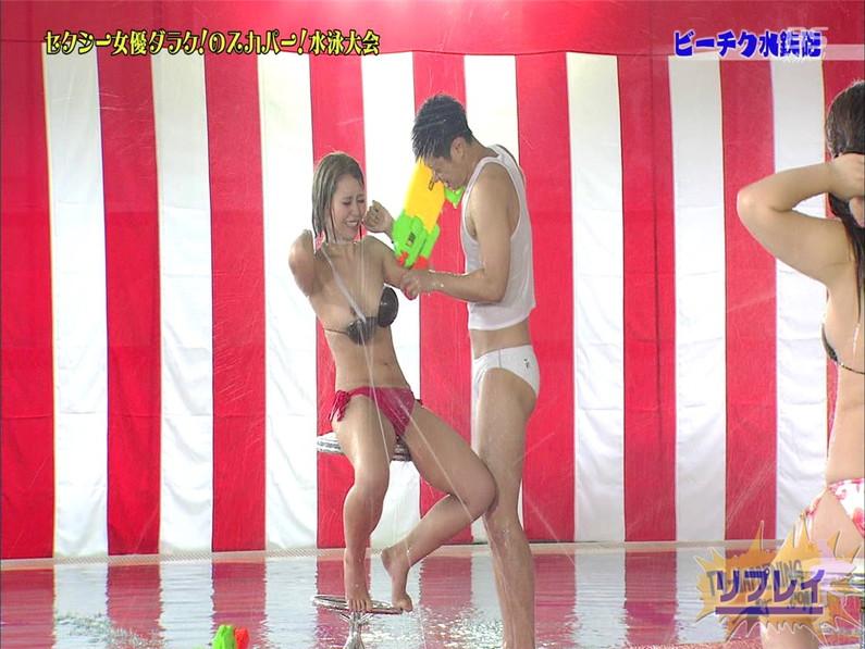【お宝エロ画像】女優だらけのスカパー水泳大会で美女達が乳首刺激されて感じまくるww(ビーチク水鉄砲編) 35