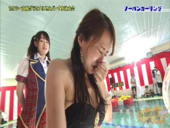 【お宝エロ画像】スカパー水泳大会でアナルが映っちゃってるぞwww(ノーパンカーリング編) 03