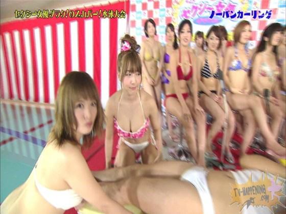 【お宝エロ画像】スカパー水泳大会でアナルが映っちゃってるぞwww(ノーパンカーリング編) 23
